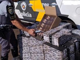 Polícia Rodoviária apreende 3 mil essências de narguilé e quase 300 jaquetas na SP-270