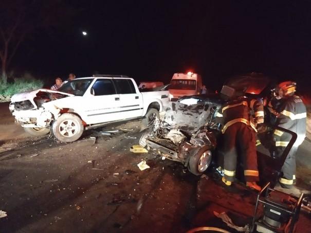 Colisão frontal entre carro e caminhonete mata homem em Caiabu
