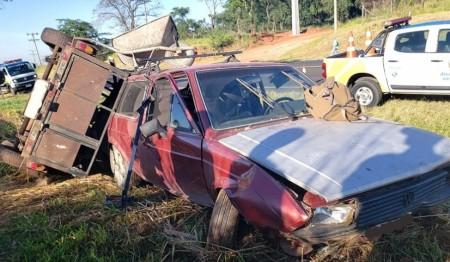 Trabalhadores que iriam realizar serviço em Osvaldo Cruz sofrem acidente na SP-294