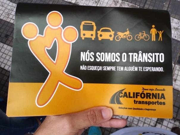 Departamento de Trânsito, Rotary Califórnia, ASD e Califórnia Transportes entregam panfletos educativos sobre Trânsito