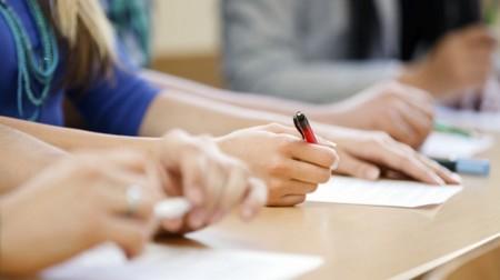 Concursos e processos seletivos selecionam profissionais com salários de até R$ 4.657,50