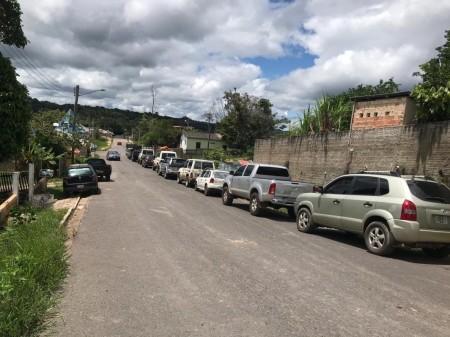 Escassez de combustível faz venezuelanos cruzarem fronteira para comprar gasolina no Brasil