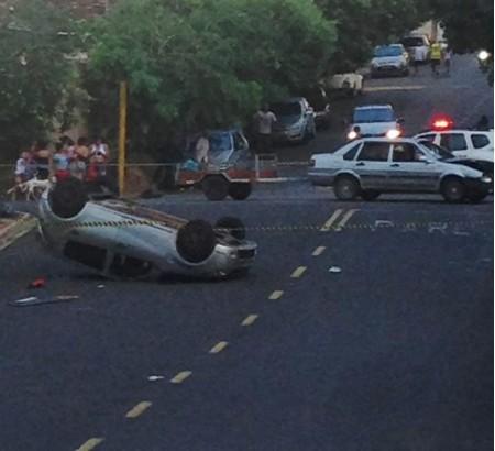 Capotamento de veículo deixa cinco vítimas em cruzamento de Osvaldo Cruz