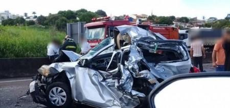 Três pessoas moradoras de Tupã ficam feridas em engavetamento de veículos na SP-294