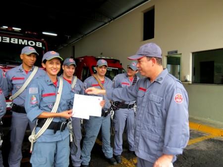 Corpo de Bombeiros realiza homenagem para as bombeiras pelo Dia da Mulher