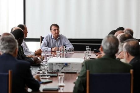 Bolsonaro avalia versão final da reforma previdenciária dos militares