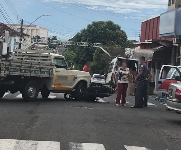 Acidente de trânsito no centro de OC deixa motociclista ferido