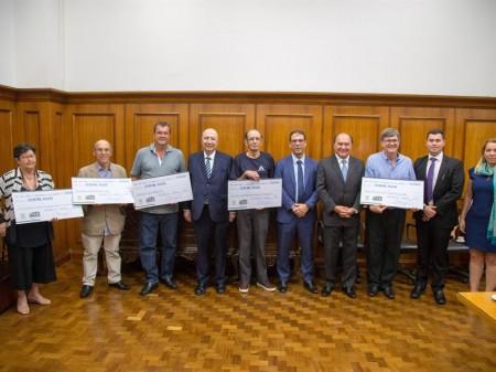 Henrique Meirelles entrega prêmio de R$ 1 milhão da Nota Fiscal Paulista para consumidor de Itaquaquecetuba