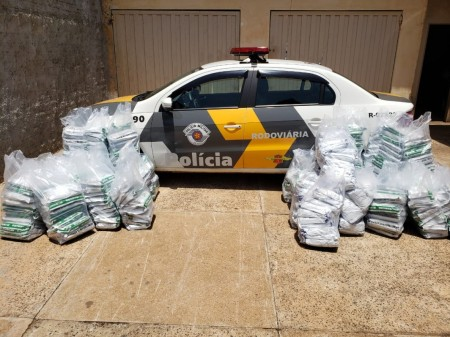 Polícia Rodoviária apreende grande quantidade de defensivos agrícolas na SP-425