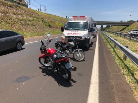 Acidente de trânsito envolve duas motocicletas na Rodovia Raposo Tavares, em Presidente Prudente