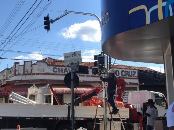 Prefeitura implanta mais dois semáforos em Osvaldo Cruz
