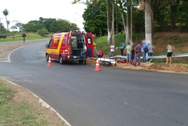Mulheres ficam feridas em acidente com moto na SP-294, no trevo de Herculândia