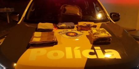 Homem é preso em flagrante com roupas impregnadas de cocaína durante abordagem na SP-270