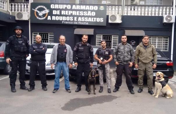 GOE de Adamantina visita unidade da Polícia Civil com emprego de cães policiais
