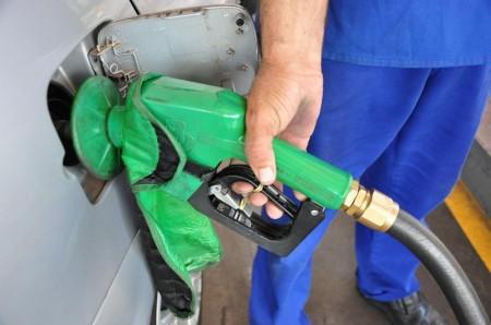 Valores dos combustíveis seguem em queda