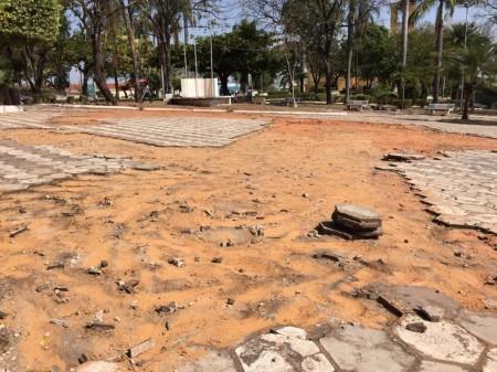 Iniciadas obras de modernização da praça com investimento de mais de R$ 220 mil em Flórida Paulista