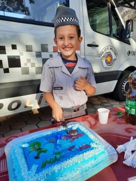 Polícia Militar realiza sonho de garotinho de 7 anos, em Osvaldo Cruz