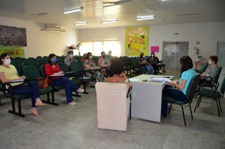 Reunião discute retomada das aulas presenciais em Flórida Paulista