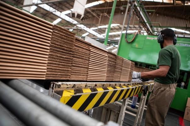 Falta de mão de obra qualificada afeta metade das indústrias do país
