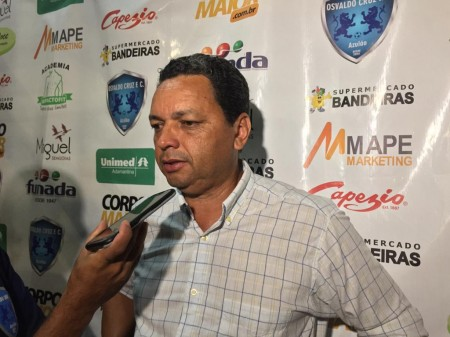 PC dos Santos se apresenta para o comando técnico do Azulão