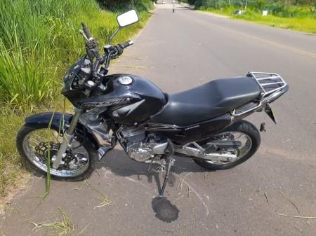 Motociclista fica ferido ao sofrer queda na Estrada da Amizade, em Álvares Machado