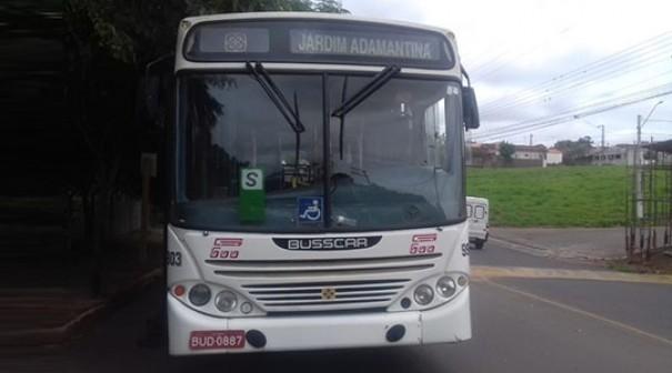 Ônibus circular com passageiros tem falha mecânica e desce avenida sem freio em Adamantina