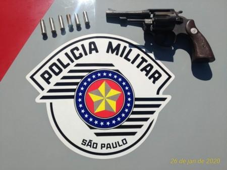 Após disparos, homem é preso por porte ilegal de arma de fogo em Osvaldo Cruz