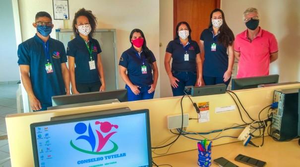 Equipe do Conselho Tutelar de Salmourão recebe novos uniformes e itens de identificação