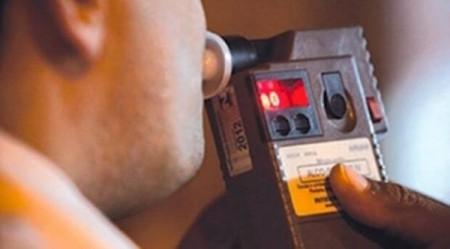 Homem é preso por embriaguez ao volante com carro em zigue-zague na SP-294 em Adamantina