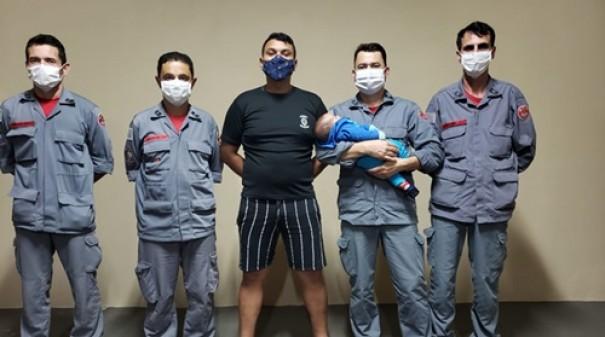 Bombeiros salvam bebê de 2 meses de engasgamento em Tupã