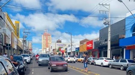 Apesar da ação da promotoria, justiça mantém liminar que permite a abertura do comércio de Tupã
