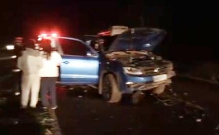 Batida de caminhonete em canaleta de chuva deixa duas pessoas feridas na Rodovia Comandante João Ribeiro de Barros