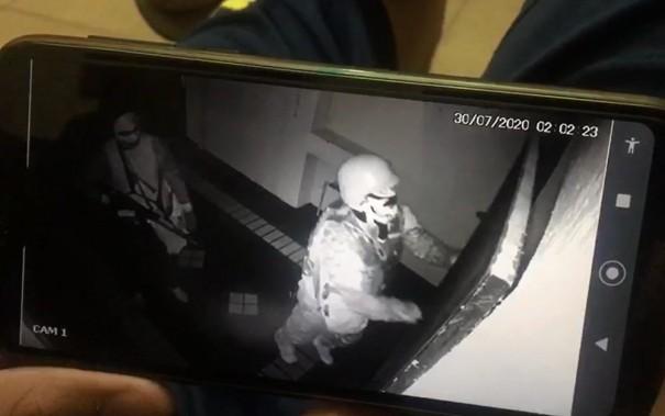 Dona de joalheria assaltada por quadrilha em Botucatu viu crime ao vivo pelo celular: 'Não podia fazer nada'