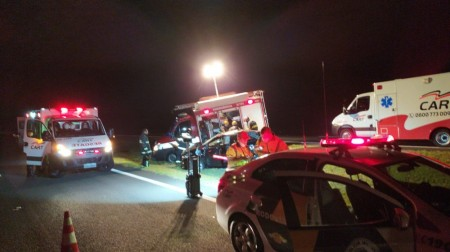 Capotamento de veículo deixa uma vítima fatal e duas pessoas gravemente feridas na SP-270 em Rancharia