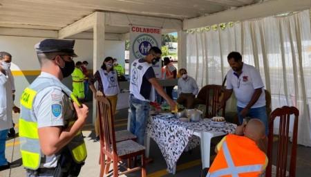 Projeto Esperança distribui 3 mil refeições em rodovia