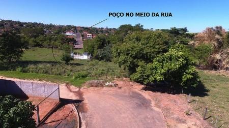 Vereador de Flórida Paulista denuncia à Promotoria de Justiça demora da Sabesp em solucionar poço de água no meio de avenida