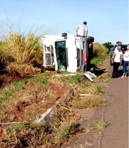 Motorista fica ferido em acidente com caminhão na SP-294 em Flórida Paulista