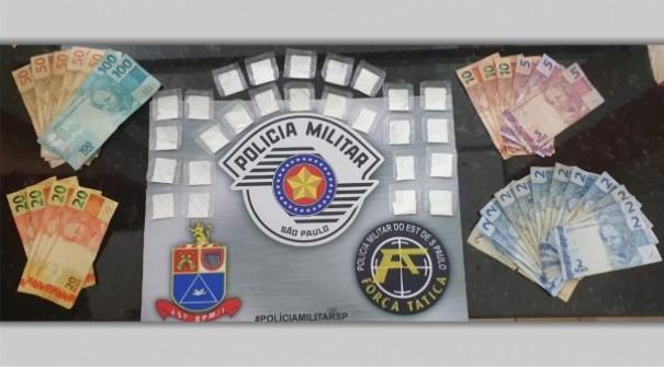 Homem é preso pela Força Tática com 26 papelotes de cocaína e dinheiro na madrugada deste sábado em Adamantina