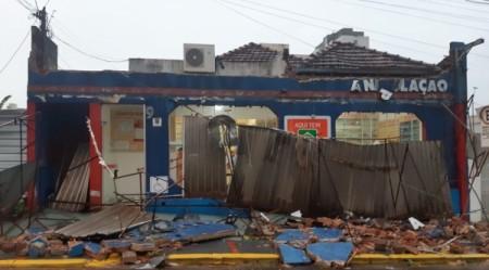 Temporal com forte chuva, vento e granizo faz estragos na região