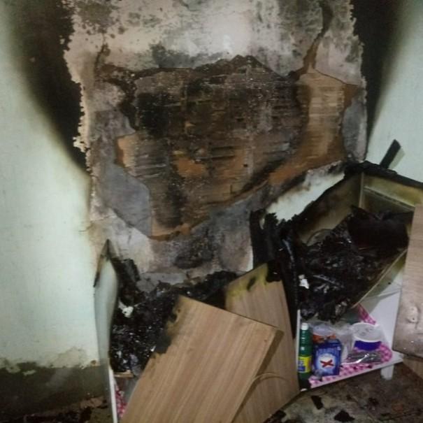 Mulher cheira álcool para desentupir nariz, o derruba em fogão e causa incêndio na própria residência