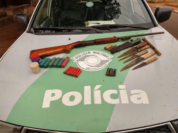 Dupla é presa com arma, munições e peixes em acampamento de pesca em Ouro Verde