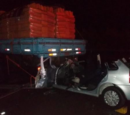 Acidente entre carro e caminhão deixa uma vítima gravemente ferida em Presidente Venceslau