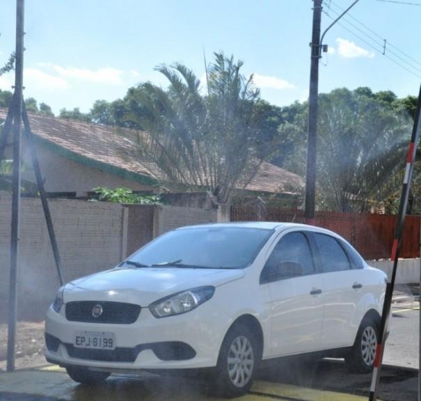 Entra em funcionamento barreira sanitária para desinfecção de veículos em Flórida Paulista