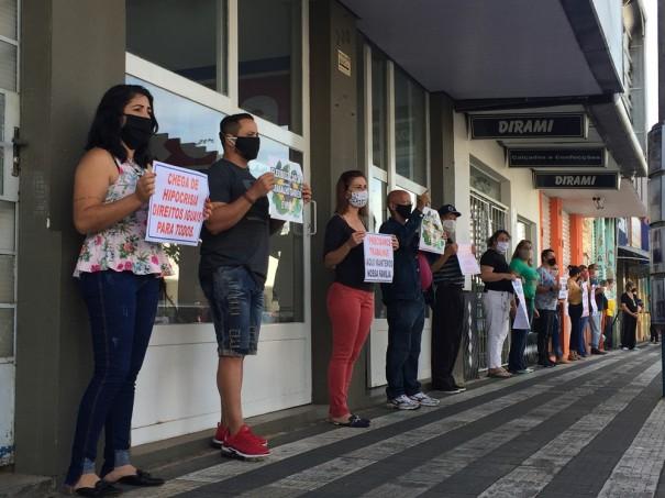 Comerciantes protestam pela flexibilização do atendimento do comércio em OC