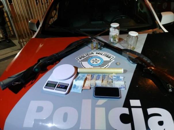 Forca Tática prende jovem com drogas, pé de maconha e armas na Palmeirinha em Dracena