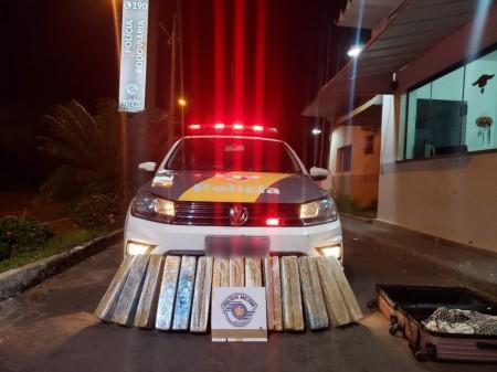 Fiscalizações da Polícia Rodoviária apreendem porções de skank e tabletes de maconha