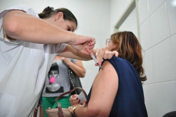 Vacinas contra a gripe acabam em cidades da região