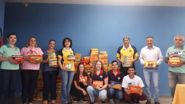 Lions e Leo Clube realizam doação de 900 kg de bolachas para entidades assistenciais de Osvaldo Cruz