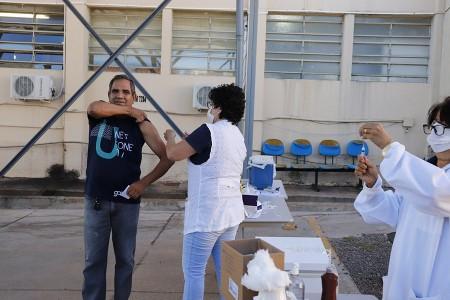 Lucélia inicia vacinação contra gripe em espaços abertos dos postos de saúde