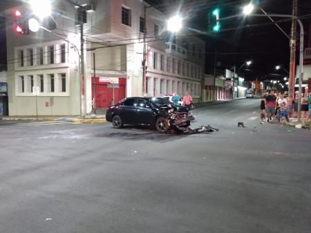 Grave acidente deixa policial ferido em cruzamento no centro de Tupã
